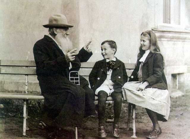 Leo Tolstoy telling a story to his grandchildren, 1909
