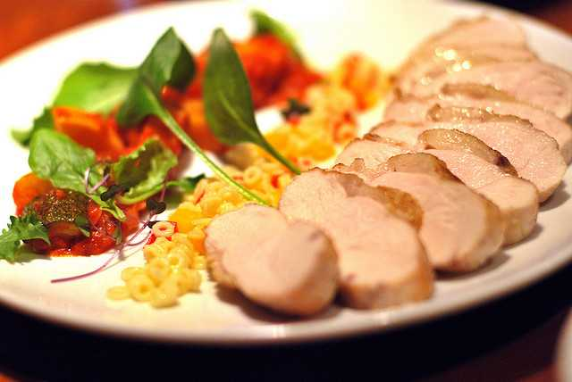 roast local chicken / こだわりの焼き加減の地鶏胸肉ロースト